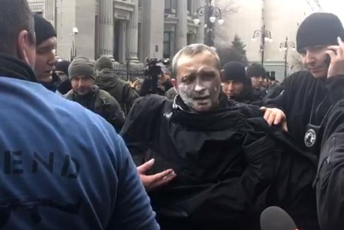 На пикете под Офисом президента мужчина совершил самоподжог (ФОТО, ВИДЕО)