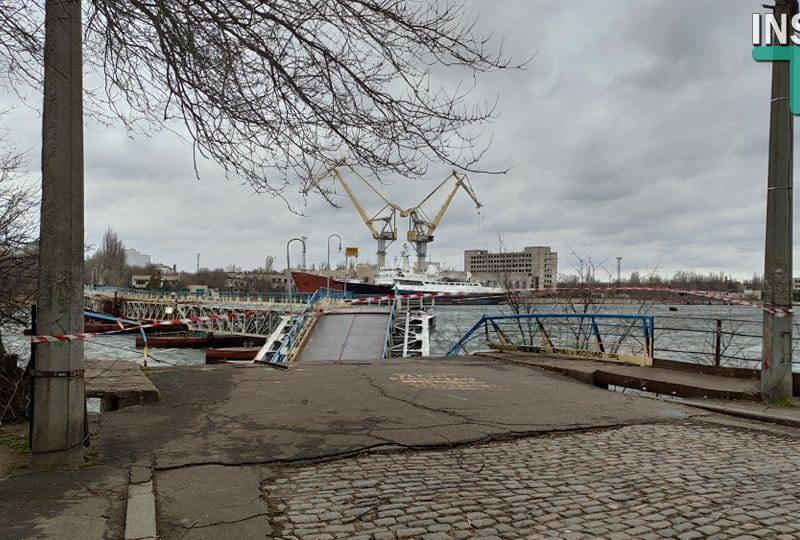 Аварийный понтон пешеходного моста в Николаеве ремонтировать уже бесполезно, его будут менять