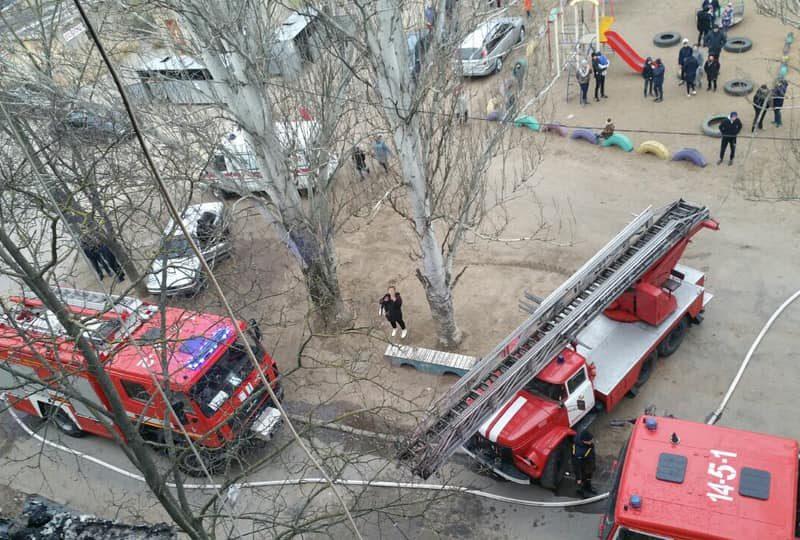 В Корабельном районе пришлось эвакуировать жителей из-за пожара в пятиэтажке (ФОТО)
