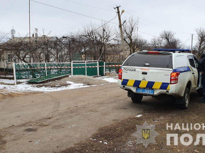 В Николаевской области местному жителю на ворота повесили боевую гранату (ФОТО)