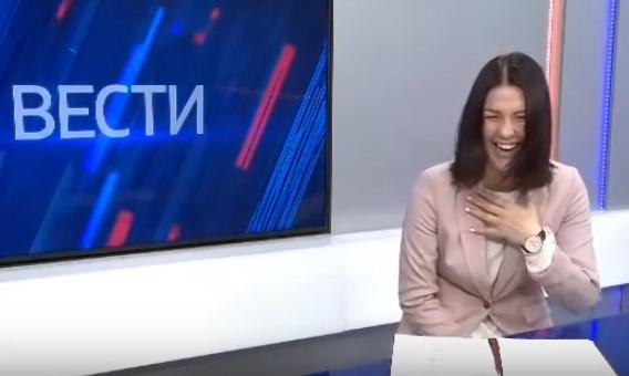 Ведущая российского телеканала расхохоталась, рассказывая о повышении соцвыплат в РФ (ВИДЕО)