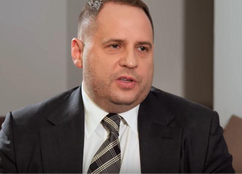 Глава ОП Ермак имеет миллионные долги, пользуется чужой машиной и имеет общий бизнес с россиянином, – декларация
