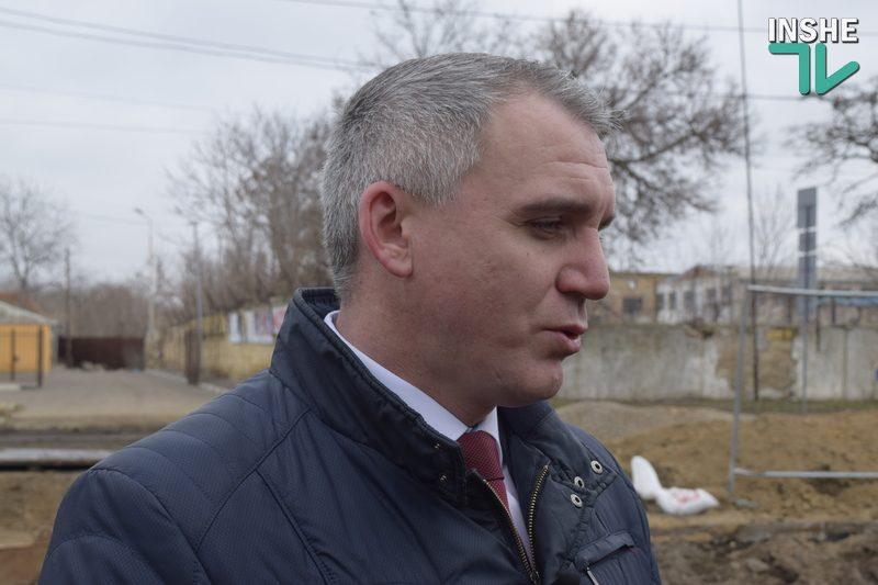 Мэр Николаева объяснил, почему ямы на Потемкинской засыпают асфальтной крошкой