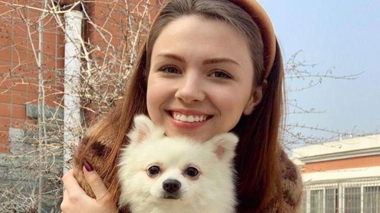 Украинка, отказавшаяся эвакуироваться из Ухани без собаки, добралась в Херсон – Зеленский тут ни при чем (ФОТО)