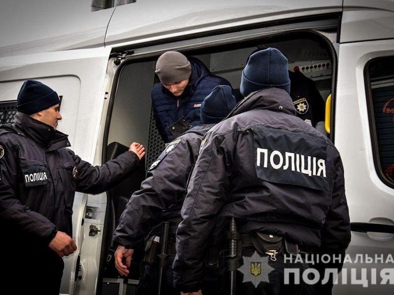 Николаевские силовики усовершенствовали навыки конвоирования арестантов и научились распознавать готовность к побегу (ФОТО, ВИДЕО)