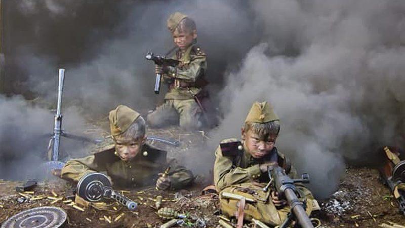 Победобесие на марше: в московском детсаду повесили календарь с окровавленными детьми к 75-летию Победы (ФОТО)