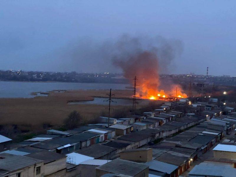 Вчера в Николаеве было два масштабных пожара камыша
