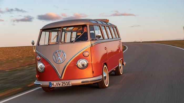 Дорого, но красиво. Volkswagen подключил к электричеству культовый ретро-фургон (ФОТО)