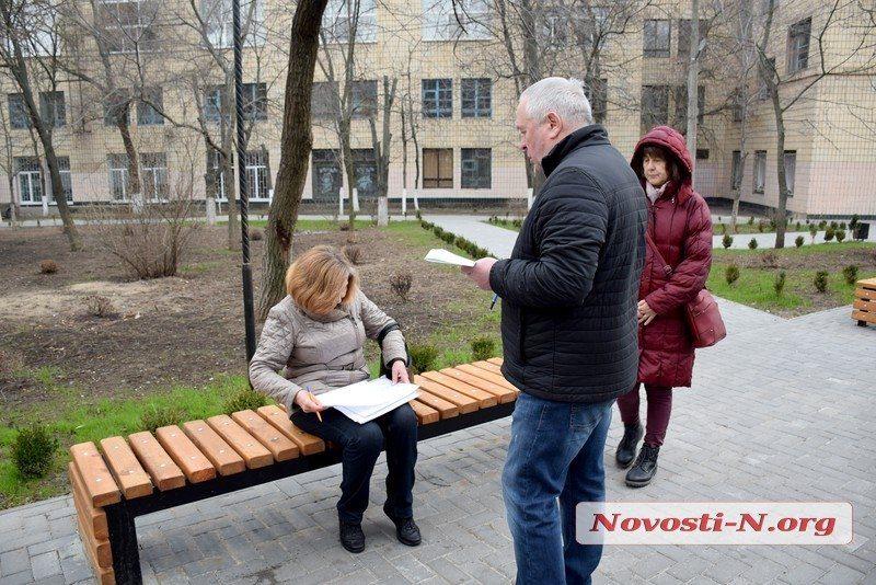 В Николаеве депутаты и активисты искали «потерявшиеся» при высадке 1000 кустов самшита (ФОТО)