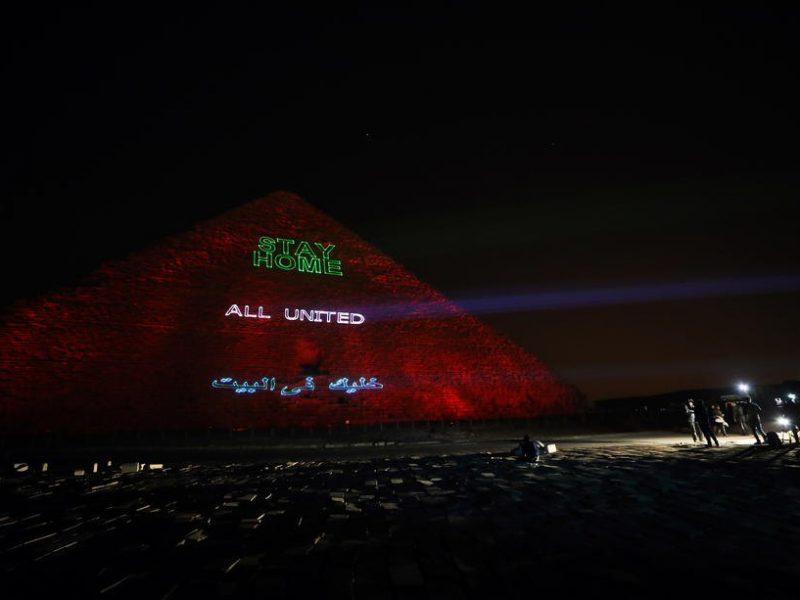 На пирамиде Хеопса высветили призыв оставаться дома