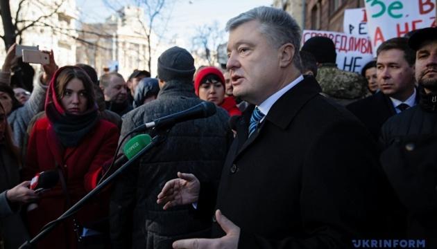Порошенко о деле Черновол: символично, что адвокат Януковича предъявляет подозрение активистке Майдана (ВИДЕО)