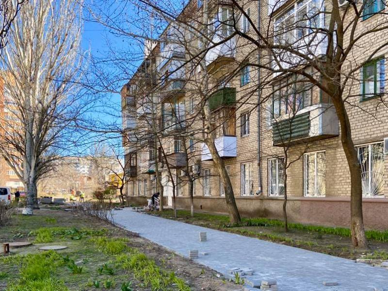 В Николаеве завершили обновление тротуара по улице Мореходной (ФОТО)