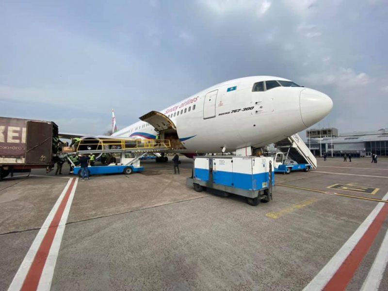 В Украину прибыл второй рейс с медицинским инвентарем из Китая (ВИДЕО)