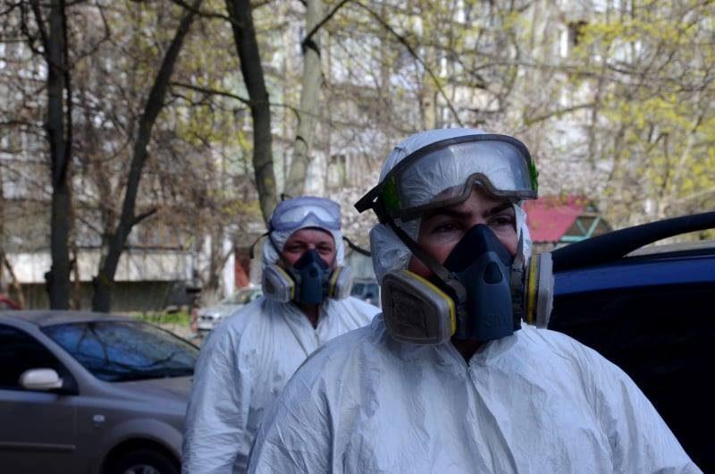 Эпидемия. В Николаеве дезинфицируют подъезды многоэтажных домов (ФОТО)