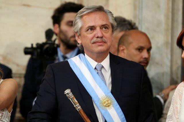 Президент Аргентины освободил «зубную фею» от карантина