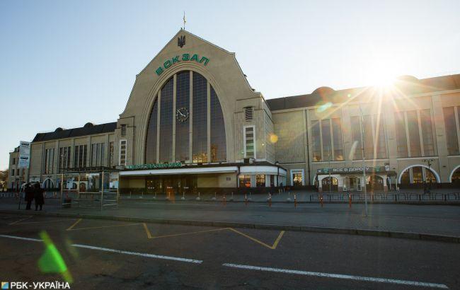 Таким киевский вокзал никто не видел: пусто, тихо, жутковато (ФОТО)