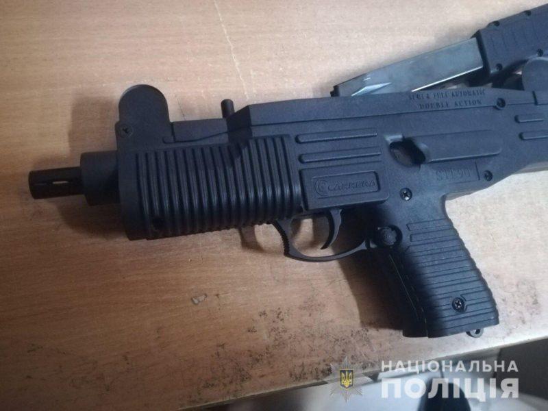 Хобби? Пистолет-пулемет житель Коренихи получил по почте (ФОТО)