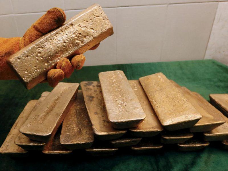 В московском аэропорту грузчики потеряли золотые слитки на 57 миллионов