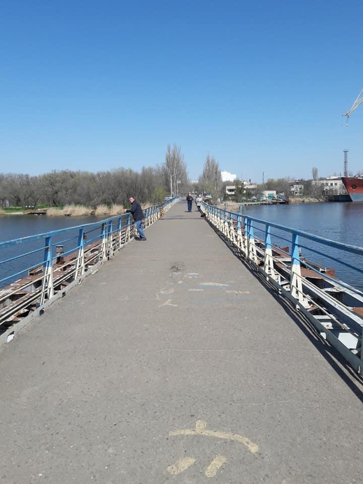 В Николаеве отремонтировали пешеходный понтонный мост, поврежденный ураганом «Юлия» (ФОТО) 3
