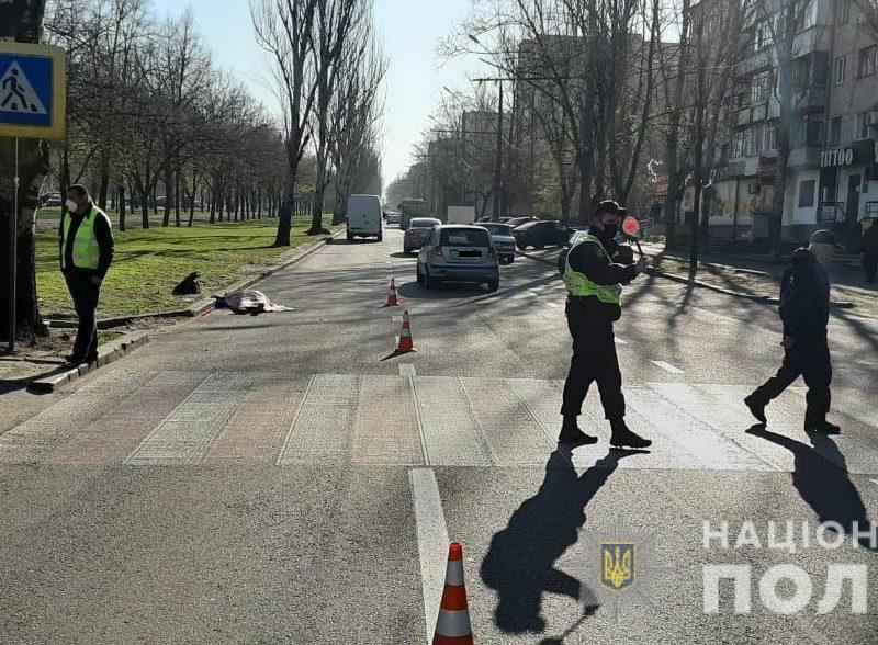 В Николаеве на пешеходном переходе насмерть сбили женщину (ФОТО)