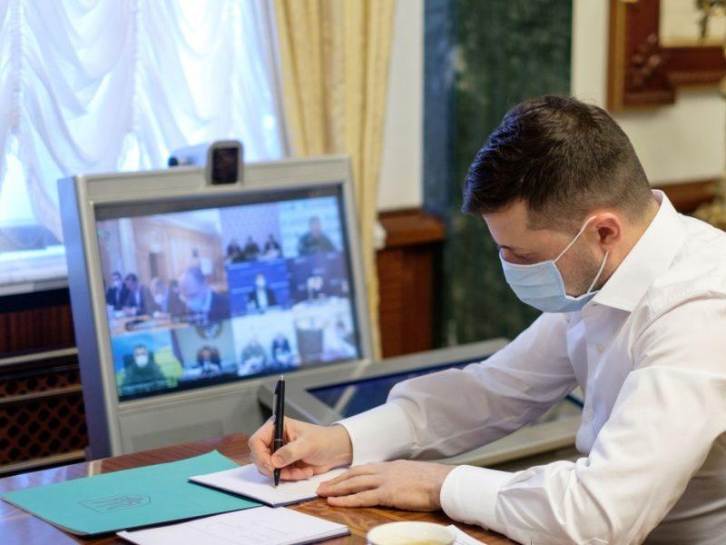 Зеленский подписал закон о новом механизме тарифов на комуслуги. Что меняется?