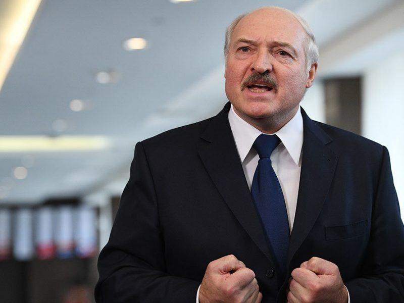 """Лукашенко заявил, что """"бежать не собирается"""" (ВИДЕО)"""