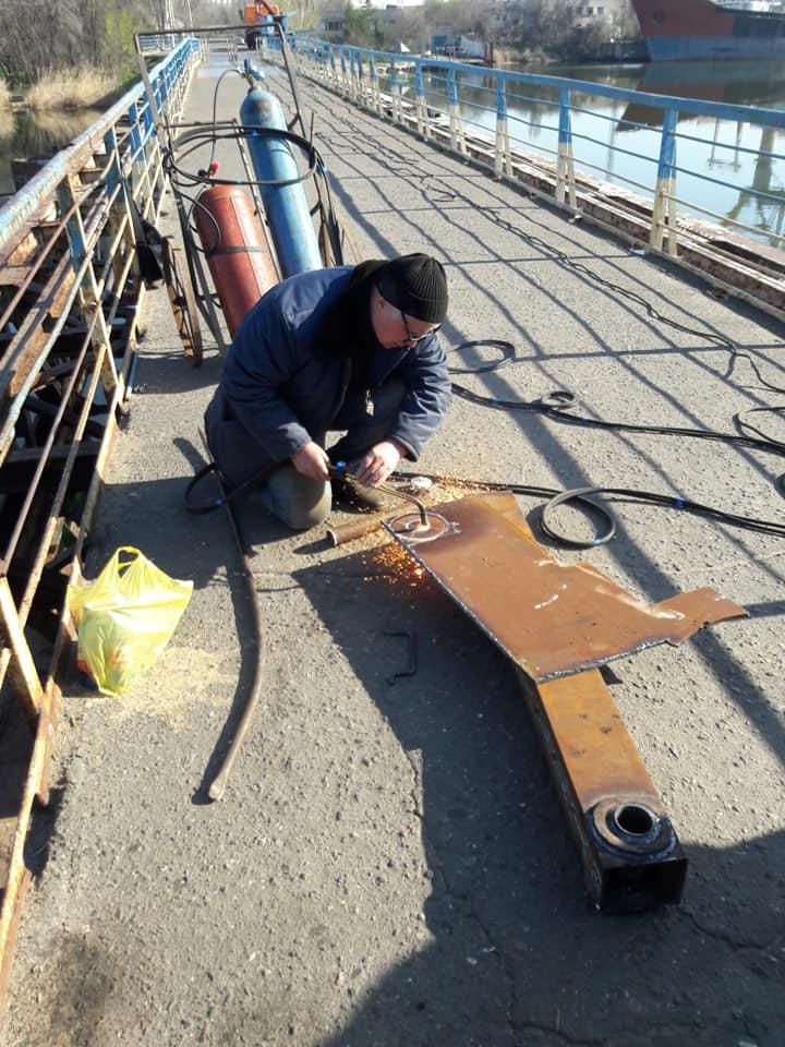 В Николаеве отремонтировали пешеходный понтонный мост, поврежденный ураганом «Юлия» (ФОТО) 1