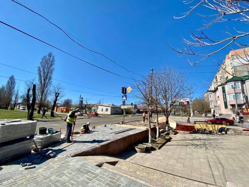 В Николаеве старый асфальт заменили на плитку на пересечении ул. Свиридова и Херсонского шоссе (ФОТО)