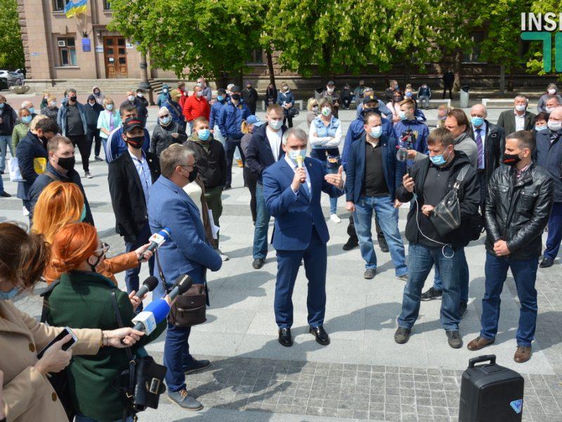 """Мэр Николаева  поблагодарил горожан, которые создали массовый митинг в поддержку рынков: """"Благодарю каждого из них, они молодцы"""" (ВИДЕО)"""