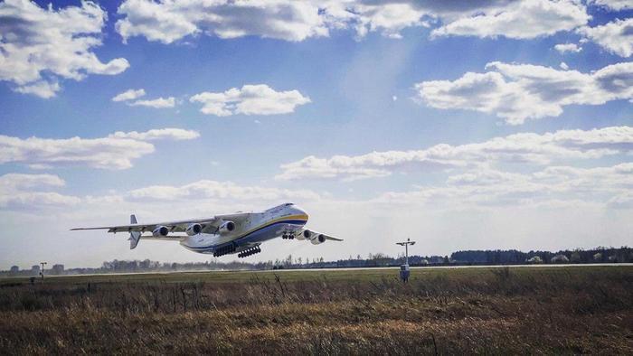 Стронгмены установили новый рекорд с Ан-225 Мрия (ВИДЕО)