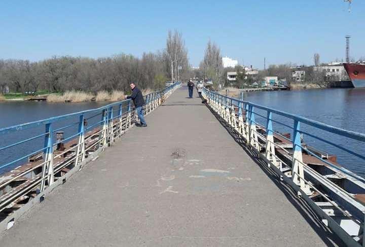 В Николаеве отремонтировали пешеходный понтонный мост, поврежденный ураганом «Юлия» (ФОТО)