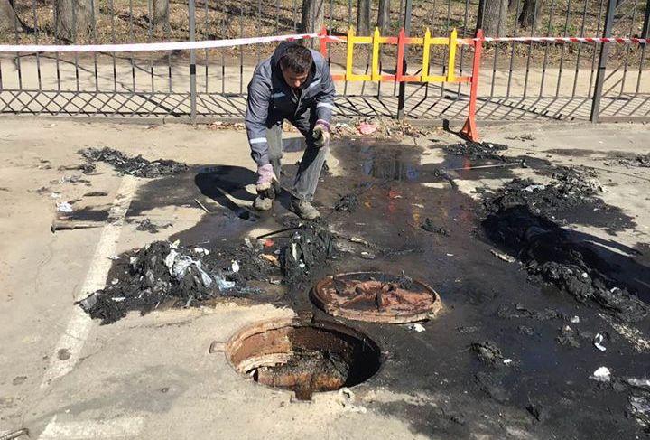 В Николаеве маски нашли в канализации (ФОТО)