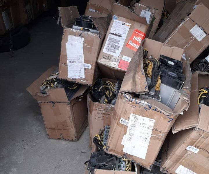 В Николаеве полицейские майнили на конфискованном оборудовании и избили его владельца – ГБР