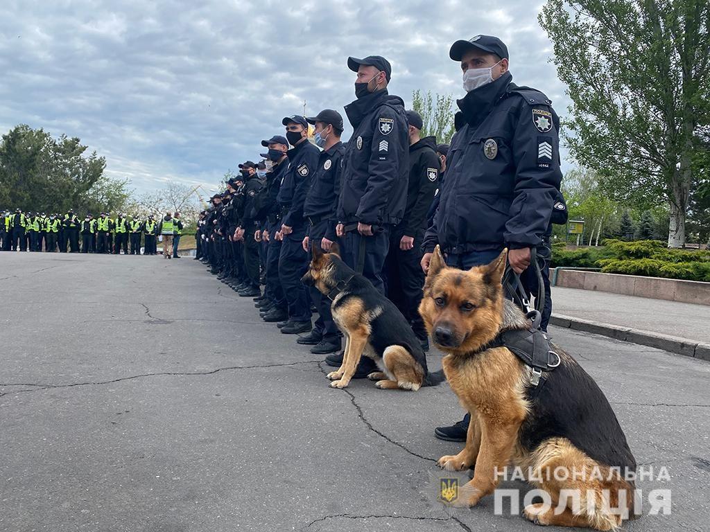 День Победы в Николаеве. Полиция напомнила об ответственности за георгиевскую ленту (ФОТО) 3