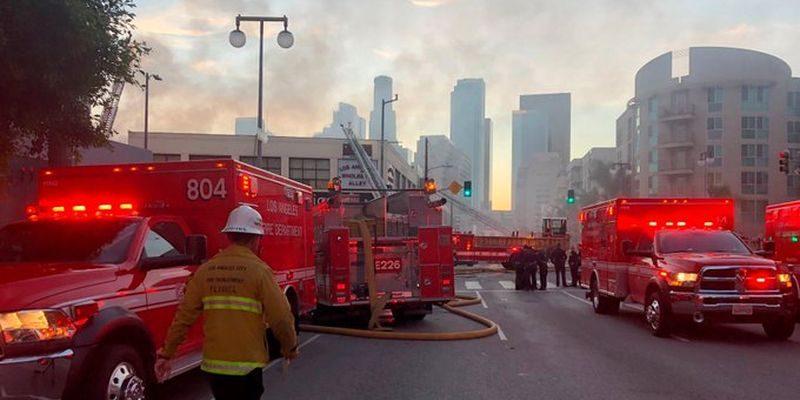Взрыв и сильный пожар: во время ликвидации возгорания в Лос-Анджелесе были ранены 11 пожарных (ВИДЕО)