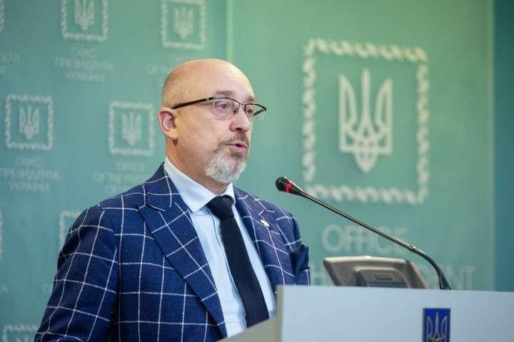 Украинцы, получившие российские паспорта, не будут принимать участия в выборах на Донбассе, – Резников
