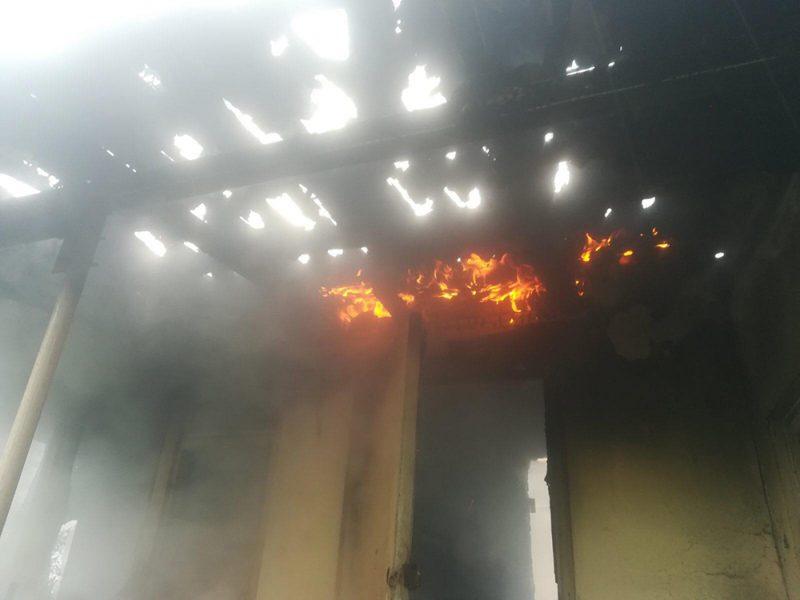 В СВТ «Бугское», что в черте Николаева, горел дом (ФОТО)