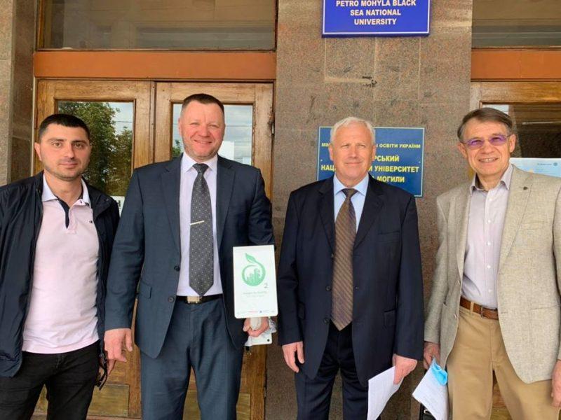 ЧНУ им.П.Могилы в Николаеве подарили станцию мониторинга качества воздуха Oxygen (ФОТО)