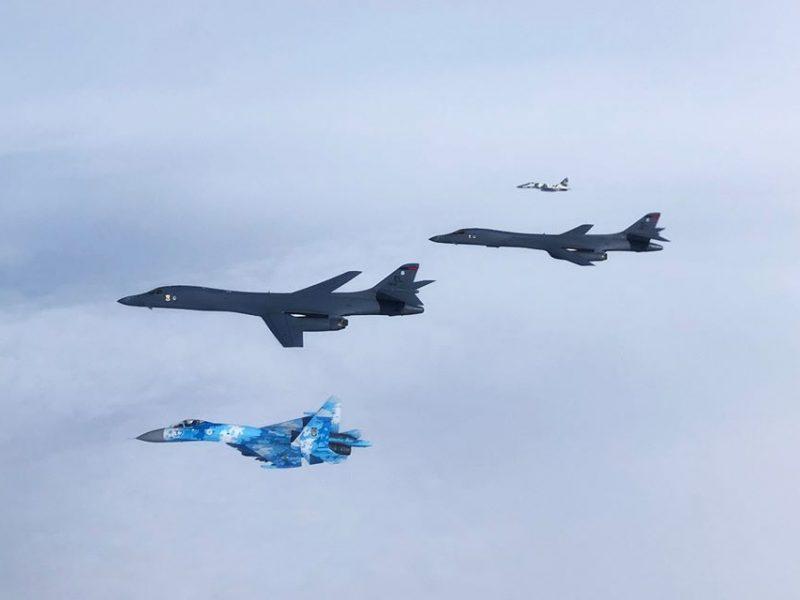 Американские стратегические бомбардировщики пролетели над Украиной (ФОТО)