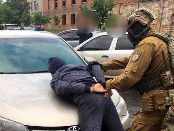 В Николаеве арестовали двух рекетиров, вымогавших с предпринимателя несуществующий долг в 50 тыс.грн.