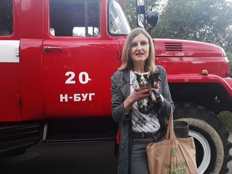 Спасатели Николаевщины вытащили двух котят, упавших в канализационный колодец (ФОТО)