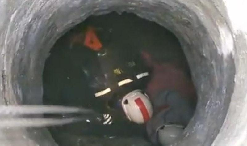 В Николаеве мужчина упал в колодец и сломал ногу – его достали спасатели (ВИДЕО)