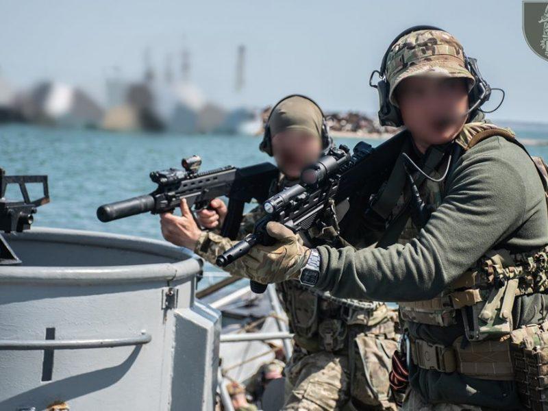 Очаковские «морские котики» отработали ближний бой на корабле (ФОТО)