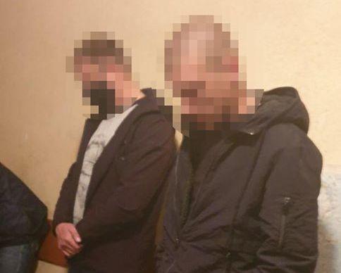 Надел противогаз и стрелял над головой: в ГБР сообщили подробности изнасилования женщины полицейскими в Киевской области (ФОТО)