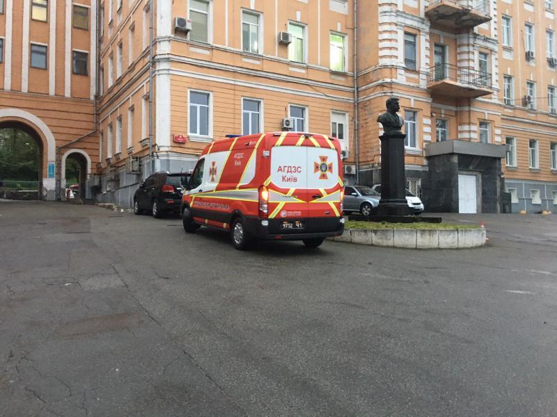 В Александровской больнице в Киеве, где лечат больных COVID-19, произошел пожар (ФОТО)