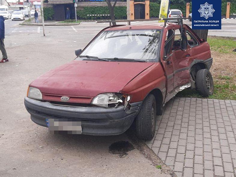 В Варваровке столкнулись два автомобиля Ford: водителя легковушки госпитализировали (ФОТО)