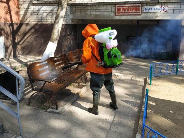 Спасатели Южноукраинска провели дезинфекцию улиц и подъездов многоэтажек (ФОТО)