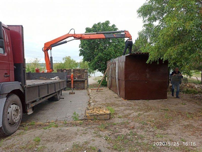 В Николаеве во второй раз демонтировали киоск, установленный в одном и том же месте на пляже Намыва (ФОТО)