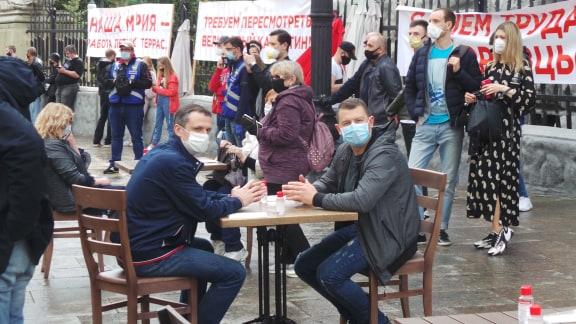 Попить чаю под Офисом Президента: рестораторы вышли на протест (ФОТО, ВИДЕО)