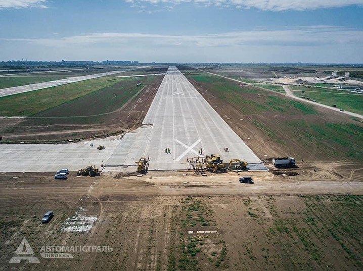 В одесском аэропорту завершили бетонные работы на взлетно-посадочной полосе (ФОТО)